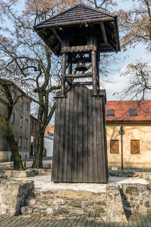 gory: Minatori antichi Belfry a Tarnowskie Gory, regione Slesia, Polonia. Edificio storico risalente al XVI secolo, in legno, si trova sul basamento calcareo. Archivio Fotografico