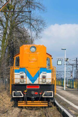 gory: Locomotiva colorate alla piattaforma di Tarnowskie Gory, regione Slesia, in Polonia. Tarnowskie Gory � il pi� grande nodo ferroviario della zona.