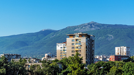 Cityscape of Sofia, Bulgaria with the Vitosha mountain in the background. Imagens