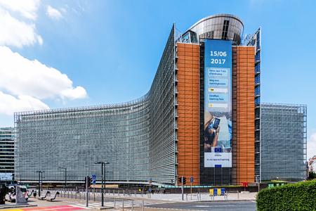 """BRUXELLES - 17 GIUGNO 2017: L'edificio per uffici Berlaymont â ? """"sede della sede della Commissione europea, l'esecutivo dell'Unione europea."""