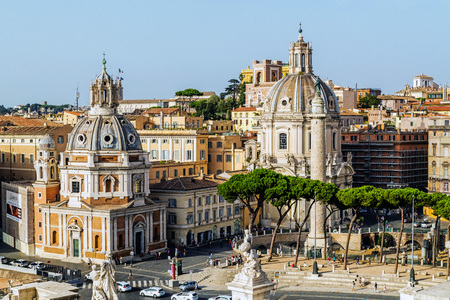 ROME – AUGUST 10, 2017: View on Trajan's Forum Square with the churches Santa Maria di Loreto, SS Nome di María and Trajan'Column that commemorates Roman emperor Trajan's victory in the Dacian Wars. Éditoriale