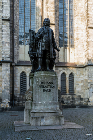The monument to Johann Sebasian Bach next to the St. Thomas church in Leipzig, Germany. Imagens
