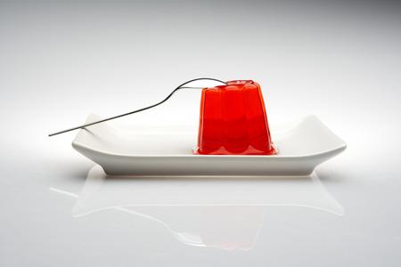 gelatina: jalea gelatina aislado con el fondo blanco Foto de archivo