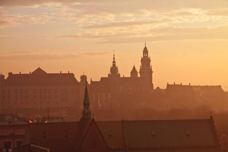 cracovia: Wawel hill with castle in Krakow at sunset