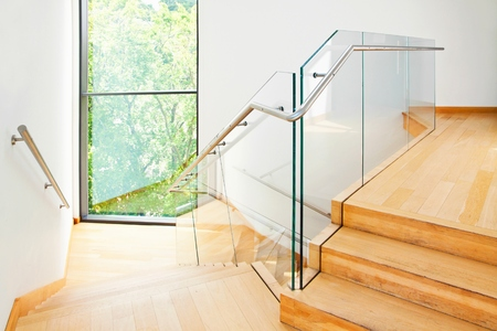 balustrade: Modern architecture interior with elegant wooden stairs and glass balustrade
