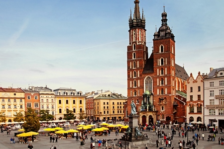Saint Mary Basilica and Sukiennice town market square in Krakow Standard-Bild