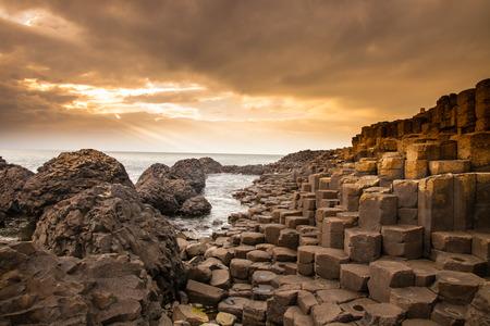 伝説によると連動の玄武岩柱が伝説の巨人フィン ・ マックールによって建てられた土手道の遺跡