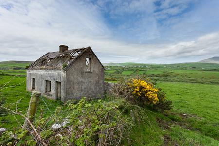 Abandoned cottage on the Dingle Peninsula, Ireland Stock Photo