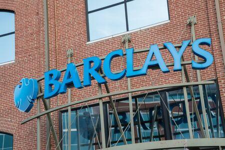 Wilmington, Delaware, USA - 24 avril 2016: Signe au-dessus de l'entrée d'une succursale de Barclays Bank à Wilmington Delaware. Banque d'images - 58565552