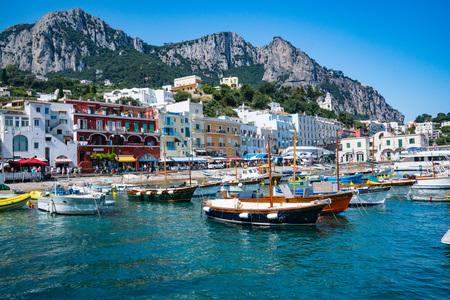 CAPRI, ITALY - JULY 11, 2016: Marina Grande on the Island of Capri, Italy 에디토리얼