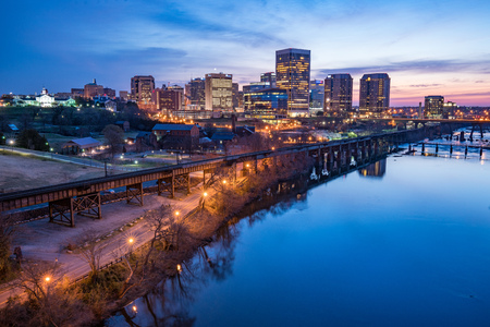 Richmond,Virginia night city skyline along the James River. Reklamní fotografie