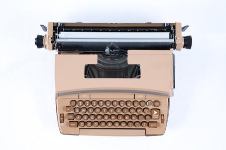 Old Vintage Typewriter isolated on a white background 版權商用圖片 - 102188577