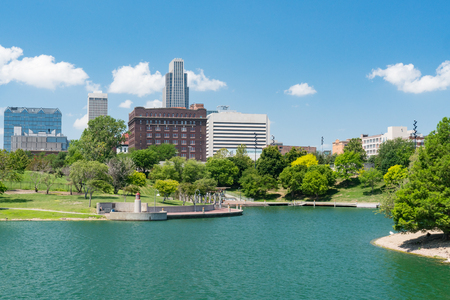 City skyline of Omaha Nebraska from the Heartland of America Park 스톡 콘텐츠