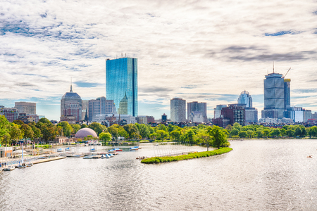 Boston, Massachusetts City Skyline along the Charles River Imagens