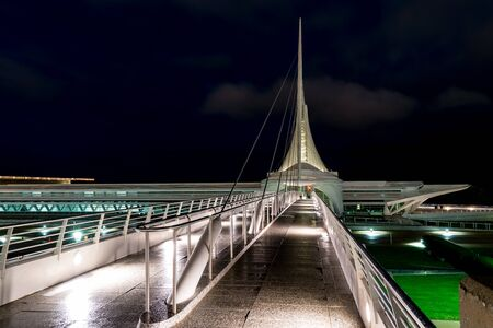 Milwaukee, WI - September 22, 2019: Reiman Bridge, a cable stay pedestrian bridge spanning Lincoln Memorial Drive in Milwaukee, Wisconsin Фото со стока