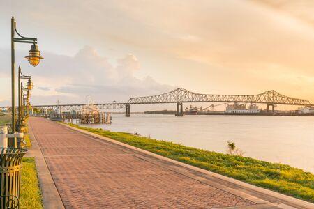 Sendero a lo largo del río Mississippi en Baton Rouge, Louisiana Foto de archivo