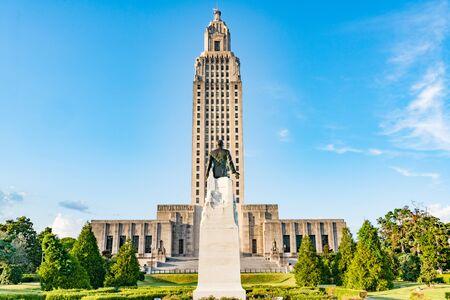 Baton Rouge, LA - 6 de octubre de 2019: Edificio del Capitolio del Estado de Luisiana en Baton Rouge
