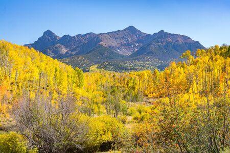 Jesień w górach San Juan wzdłuż Last Dollar Road w Kolorado
