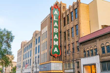 Birmingham, AL - October 7, 2019: Historic Alabama Theater sign in downtown Birmingham 新聞圖片