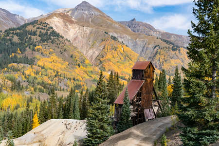 Ruins of the old Yankee Girl Gold Mine in the San Juan Mountains near Ouray, Colorado 新闻类图片
