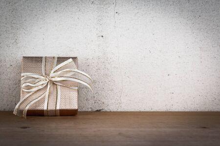 Gift Box on Wood Floor and White Background Standard-Bild