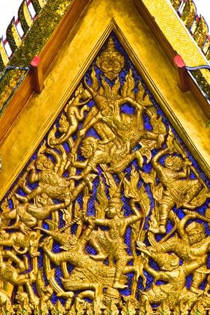 BANGKOK APRIL 15: Decorate work on gable at Wat Pho on April 15, 2013 in Bangkok. Zdjęcie Seryjne