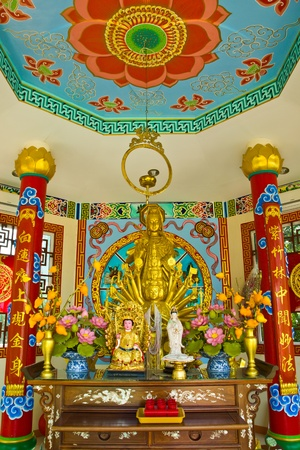 THAILAND NOVEMBER 15: Holy thing Chinese style  GUAN-IM at Wat mai temple   on November 15,2012 in Patumthani province  Thailand. Publikacyjne
