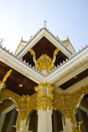 THAILAND - JANUARY 18 : Gold stripes decor created with donated by people, norestrict in coppy or use at Wat Ngornkai on January  18,2013 in Samutsakorn Province Thailand. Publikacyjne