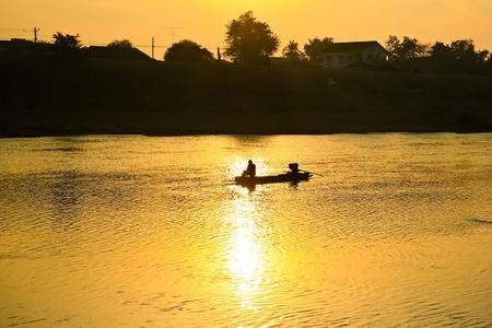 fischerei: THAILAND 22. Dezember: Binnenfischerei in Stra�e Chow Phraya Fluss am Dezember 22,2012 in Provinz Singburi Thailand.