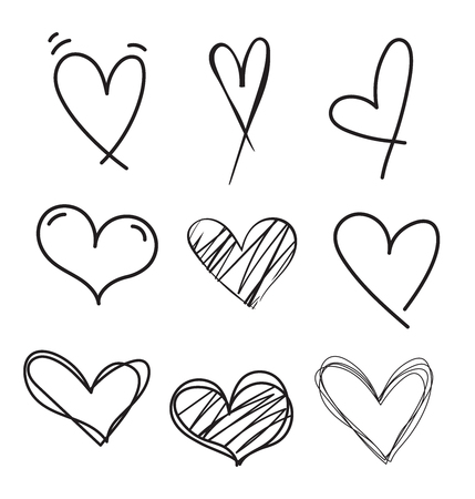 Conjunto de vector de corazón doodle dibujado a mano. Corazones de marcador áspero aislados sobre fondo blanco. Esquema de la colección del corazón del vector.