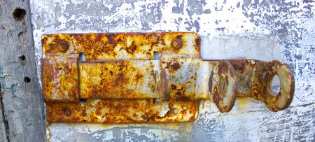 old rusty door latch Imagens