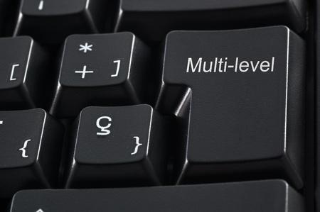multilevel: Tastiera nera con le parole multi-level marketing Archivio Fotografico