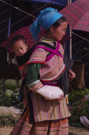 Woman Hmong flowered market of Lai Chau Stock Photo - 7872781