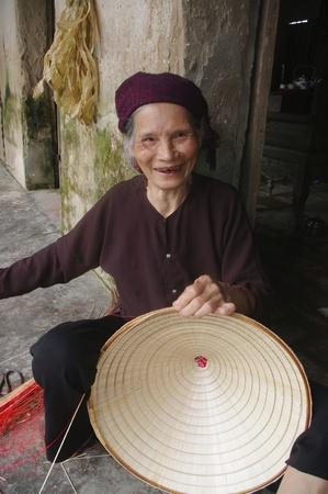 La DANS MON fils chapeaux coniques des feuilles de palmier est ?pas