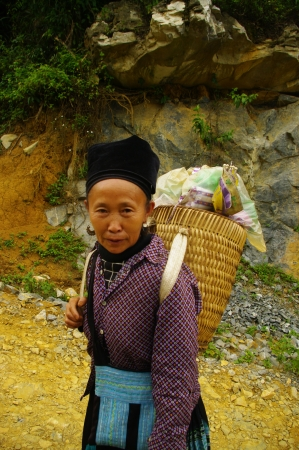 Hmong woman black market return of His Linh