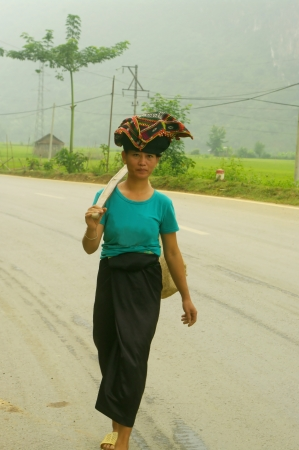 pencil skirt: Thai women are very elegant in their white shirts or colored buttoned straight ahead, sometimes a T-shirt and black pencil skirt  Their traditional headdress is made of a black turban with some traditional ethnic motifs embroidered in red