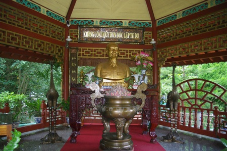 The same symbols as in a Buddhist pagoda are present as the cauldron incense and Phoenix on the back of the turtle.