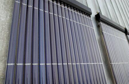 Solarzellen auf einem Dach eines Gebäudes Standard-Bild - 11472407