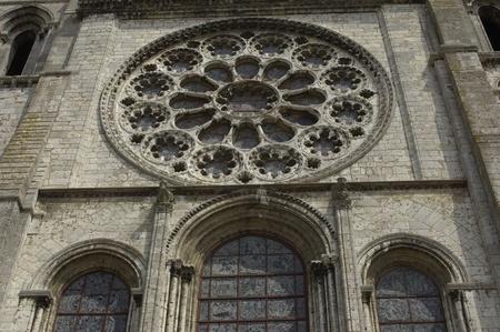 rose window: rosone della cattedrale di Chartres Editoriali