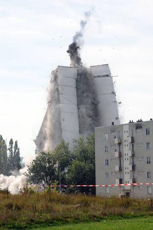 destroyed: Frankreich, Explosion eines alten Geb�udes Editorial