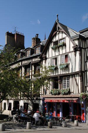 luitenant: Frankrijk, Place du luitenant-Aubert in Rouen Redactioneel