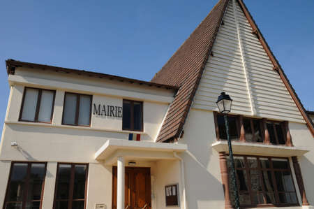 Ile de France, the city hall of Seraincourt, Stock Photo - 13652111