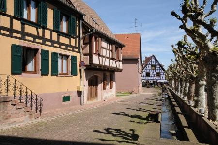 haut rhin: Haut Rhin, la aldea de Bergheim, en Alsacia Editorial