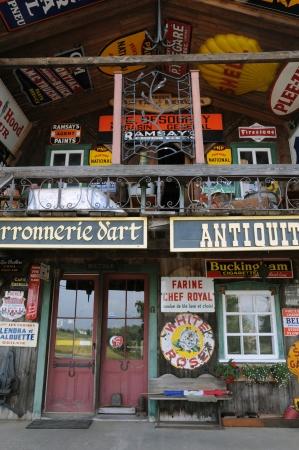 antiquary: Canad�, Quebec, una tienda de antig�edades en Saint Jean Port Joli