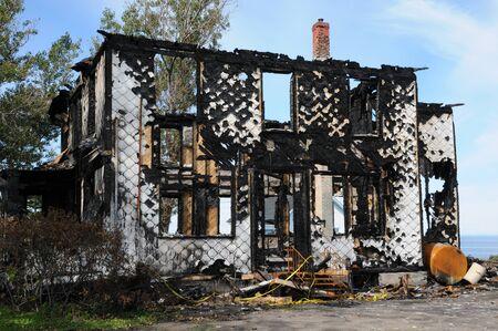 madeleine: Canada, Quebec,an old charred house in Sainte Madeleine de la Riviere Madeleine
