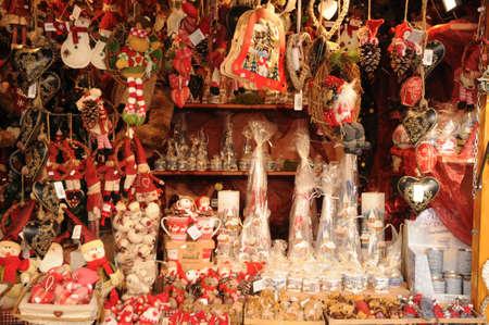 bas: France, Bas Rhin, Christmas market in Strasbourg