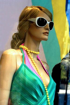 France, mannequins dans une vitrine à Paris Banque d'images