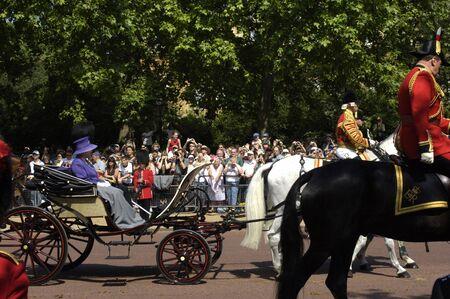 elisabeth: England, the queen Elisabeth in military parade in London