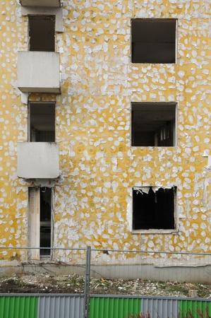 sordid: Ile de France, demolition of an old building in Les Mureaux