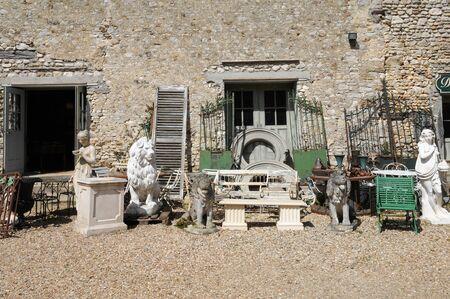 secondhand trade: Ile de France, antique shop in Bois l Epicier farm in Houdan